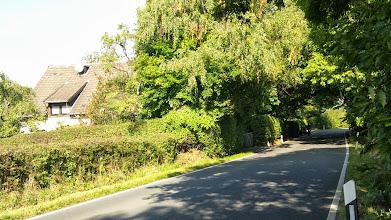 Photo: Wolfskuhler Weg 50. etwas nördlich der Einmündung der Straße ,Am Plattenberg'.