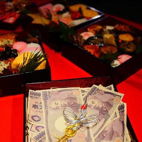 【衝撃】ローソン100円おせちが凄い / 料理研究家の現金付き「バブリーおせち重」「ゆとり世代向けおせち」