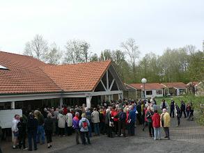 """Photo: Le village de vacances """"Les boucles de l'Authie"""" accueille tous les participants pour ce moment tant attendu. Le pot d'accueil."""