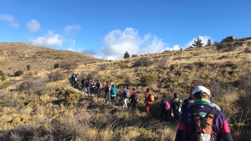 La travesía contó con más de 70 senderistas de 16 clubes de Almería.