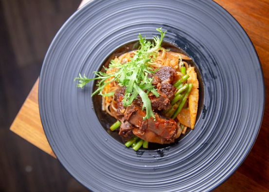 用鐵板讓你感受食材的樸實美好 -兔卡蕾餐酒館 TOCARE