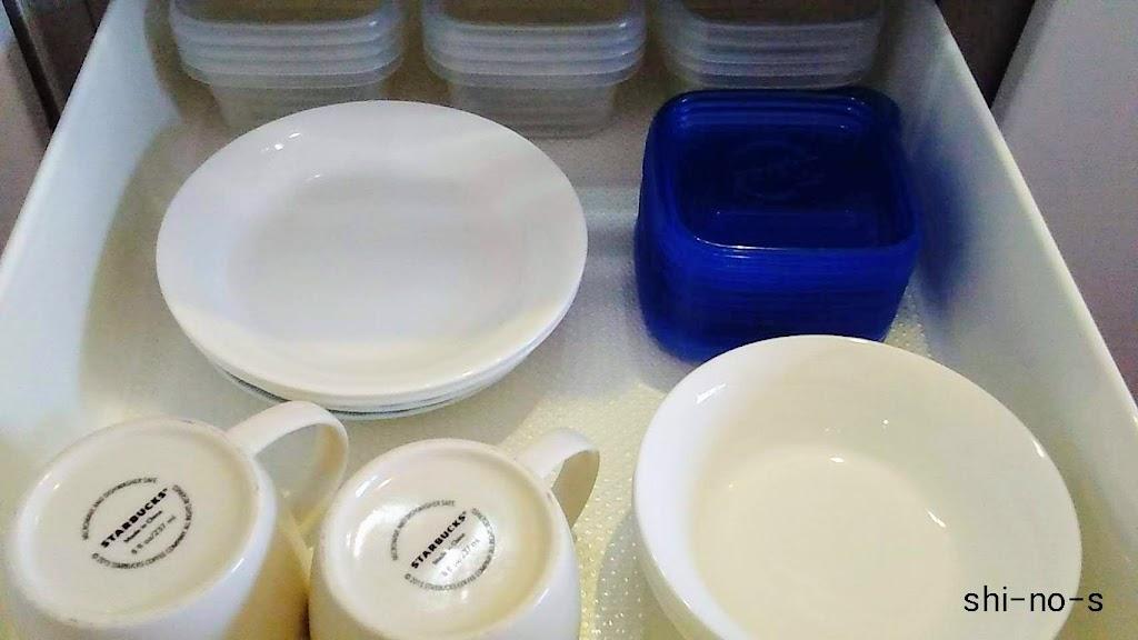 食器が収納されている、キッチン引き出しのアップ