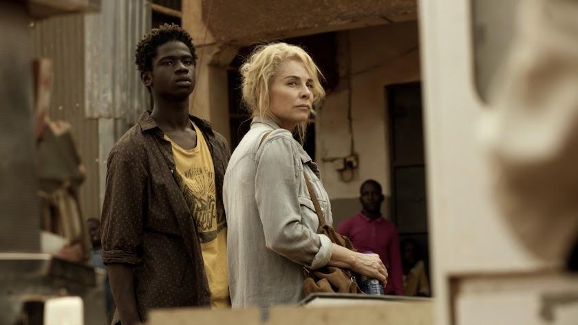 Iván Mendes junto a Belén Rueda en una escena del filme. (Foto: Manolo Pavón)