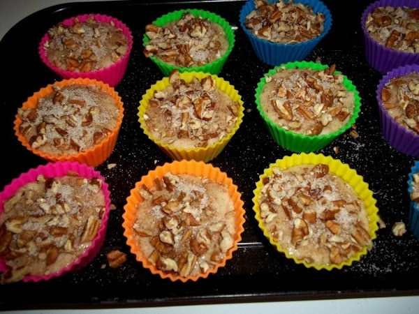 Sprinkle each muffin with reserved pecan mixture evenly.