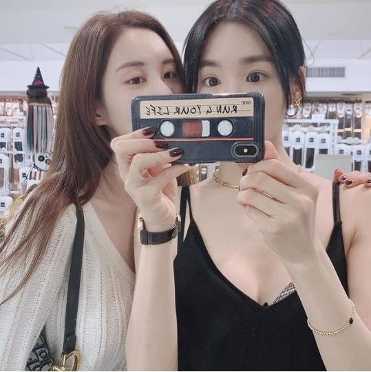 Seohyun-And-Tiffany2