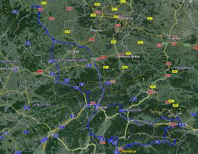 Photo: I trasa z całej wycieczki.  Dodatkowo w liczbach:  4 dni Całkowity dystans: 954,16 km Średnio dziennie: 238,54 km Średnia prędkość: 21,05 km/h Maksymalna prędkość: 75,2 km/h Czas jazdy: 45 : 35 : 29 Suma podjazdów: 9118 m  Wykonałem 1212 zdjęć  Koszt wyjazdu: 20 euro + 210 koron czeskich.