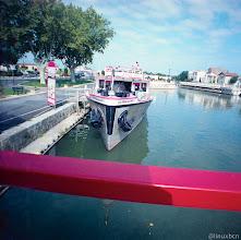 Photo: A punt d'agafar un barquitu per passejar per els canals d'Aigues Mortes, la Camarga, França