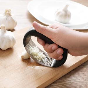 Presa manuala pentru usturoi sau ghimbir