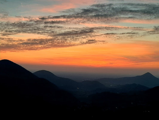 Un bicchiere di tramonto per favore  di Chiaramagnabosco