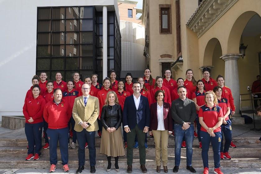 Almería da la bienvenida a 'Las Leonas'
