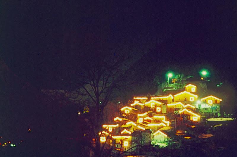 Un presepe illuminato nella valle di benny48