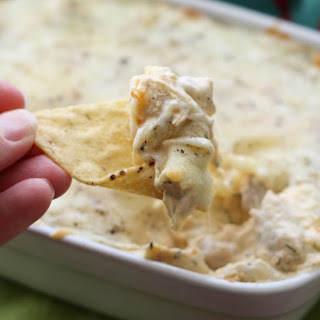 Cheesy Sriracha Chicken Dip