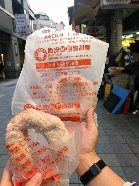 台灣人ㄟ脆皮鮮奶甜甜圈ヽ( ͝° ͜ʖ͡°)ノ台北後火車站商圈銅板排隊美食