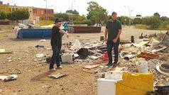 Concejales de Izquierda Unida en el vertedero ilegal de La Aldeílla.