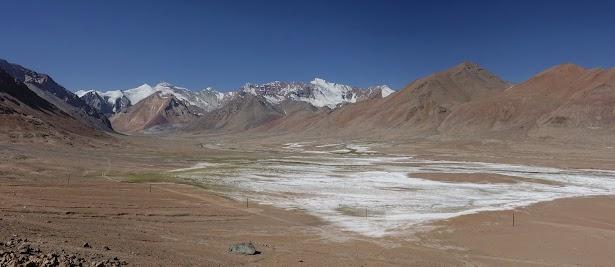 """Grandioses Panorama mit Bergen um die 5800 m, """"hinterm"""" Ak-Baital Pass."""
