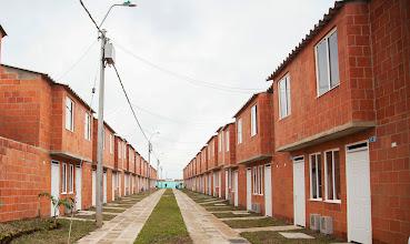 Photo: Aspecto de las 500 viviendas que se entregaron, totalmente gratis, a igual número de familias en la Urbanización Llano Verde, ubicada al sur de la ciudad de Cali.