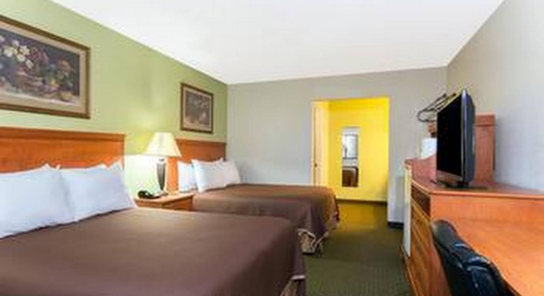 Howard Johnson Express Inn - Tallahassee