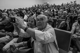 Photo: Dos señores muy atentos entre el público, con un sorprendente parecido con Javier Peláez.