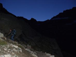 Photo: Superado el espolón, se hace muy evidente dirección E, el collado de la Temple al fondo del valle