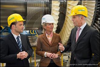 Photo: Senatorin Sybille von Obernitz besucht Gasturbinenwerk Berlin der Siemens AG
