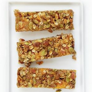 Granola Bars With Apricots, Oats and Almonds