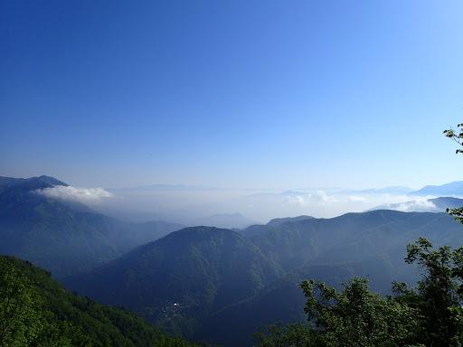 奥秩父(金峰山)方面、左端に富士見山