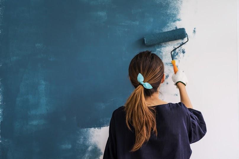 Malowanie ściany wewnętrznej farbą lateksową