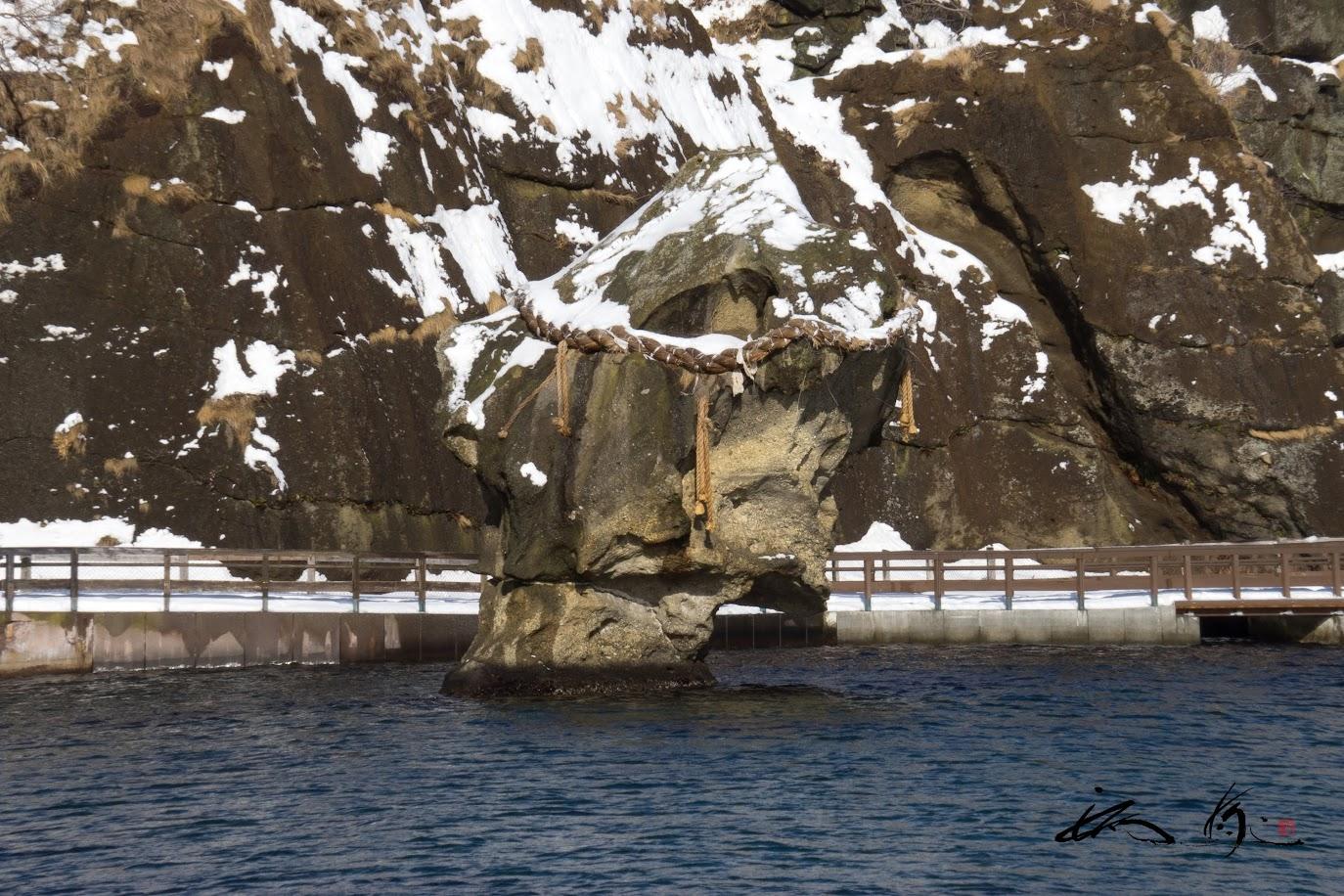 海の守り神「瓶子岩(へいしいわ)」