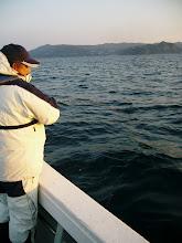 """Photo: 今日は、エギング界の大御所""""弓削さん""""がタイラバでご乗船です! 1投目からヒットです!"""