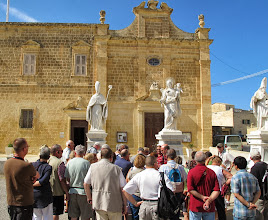 Photo: 13.10.09Gozo,Victoria : couvent St Augustin, repas, entrée monastère