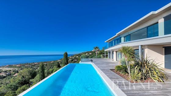 Vente villa 9 pièces 328 m2