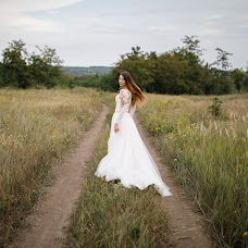 Wedding photographer Oksana Ryabovol (oksss12333). Photo of 04.09.2018