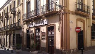 Una imagen de la fachada de Casa Puga en la calle Real