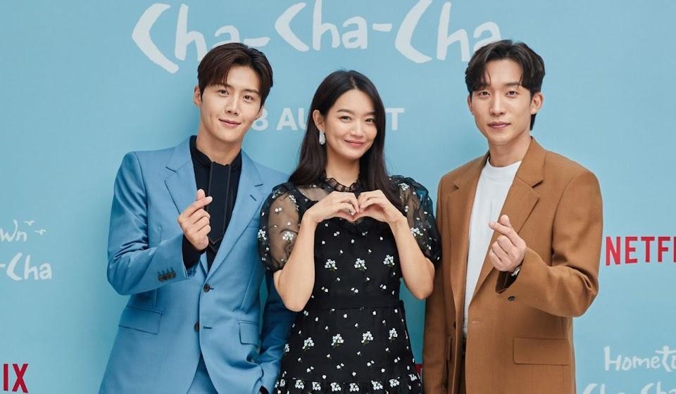Kim-Seon-Ho-Shin-Min-A-Lee-Sang-Yi-in-Hometown-Cha-Cha-Cha-Netflix-K-drama