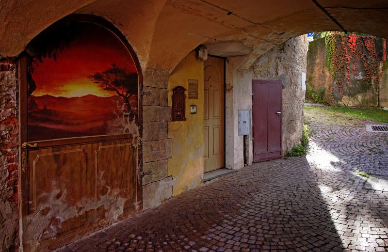 La porta dipinta.... di Giuseppe Loviglio
