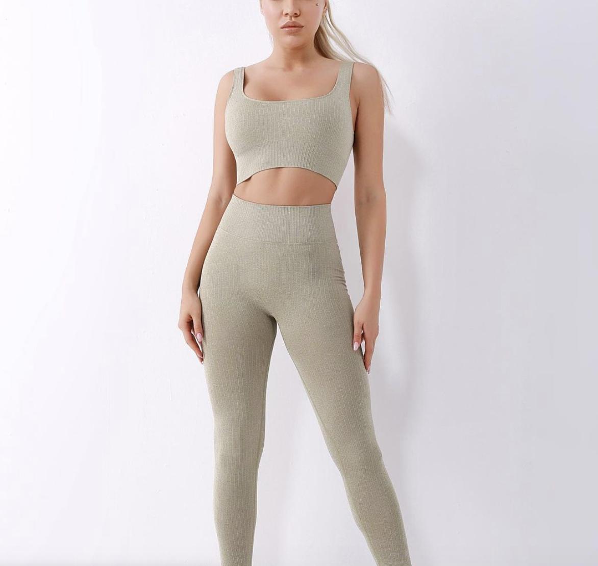 RUKALEN | Model Posing in Yoga Gear