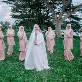 Bridesmaid by Llurymhays Pwbs - Wedding Bride ( moment outdoor )