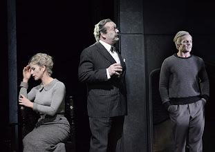 Photo: Wien/ Theater in der Josefstadt: DIE MAUSEFALLE von Agatha Christie, Inszenierung Folke Braband, Premiere 19.12.2013. Aleksandra Krismer, Siegfried Walther, Martin Niedermair. Foto: Barbara Zeininger