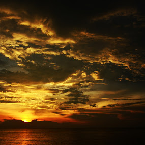 Sunset by the Sea by Azzah Rahman - Landscapes Sunsets & Sunrises ( port dickson, sunset, sea, beach, sun )