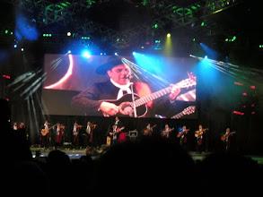 Photo: コスキン祭♪ CHAQUEÑO PALAVECINO  国民的人気大物フォルクローレ歌手。すごい人気!この日は満員でチケットも高かった! http://parajunko.blog.fc2.com/blog-entry-86.html