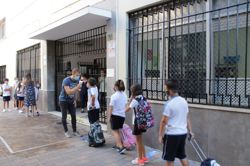 Colegio del Milagro, acceso por Plaza Virgen del Mar.