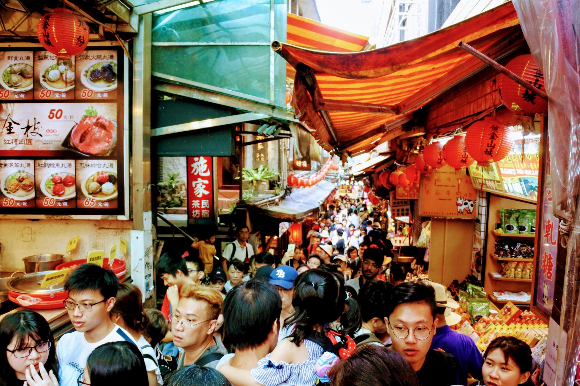Jiu Fen Old Street swarming with people