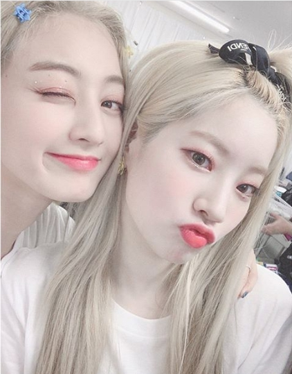 Dahyun-And-Jihyo-Twins