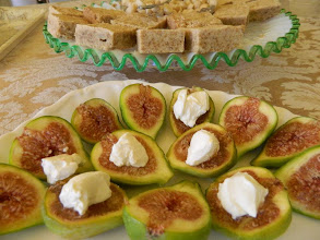 Photo: fresh figs with cream cheese and GF shortbread