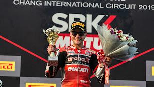 Álvaro una vez más en lo más alto del podio