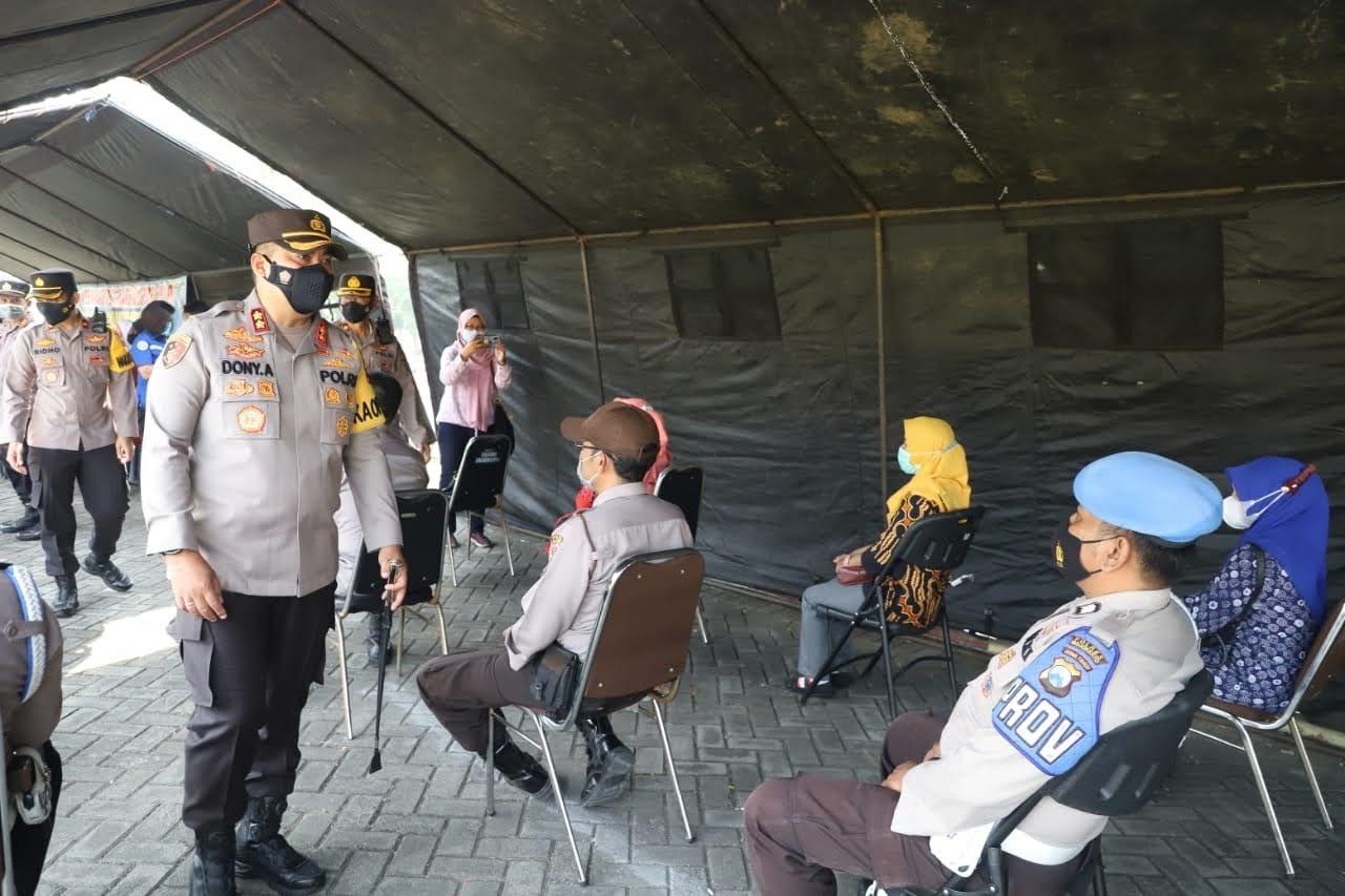 Cegah penularan COVID-19,Ratusan Polisi di Mojokerto Jalani Tes Swab PCR