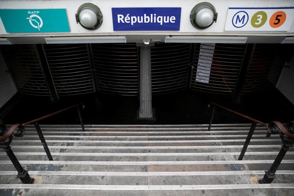 Parys staan stil terwyl metro-werkers staak oor pensioenhervorming