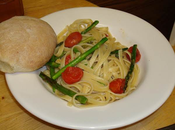 Fettuccine With Cherry Tomatoes And Asparagus Recipe
