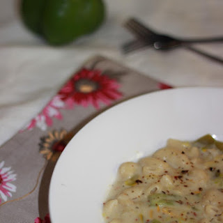 Zucchini and Capsicum Pasta with Creamy White Sauce without Cheese and White Wine.