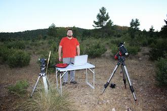 Photo: Toni Mancera vino con refuerzos. No tiene basante con uno, si no que vino con dos telescopios que puso a trabajar nada más caer la noche.